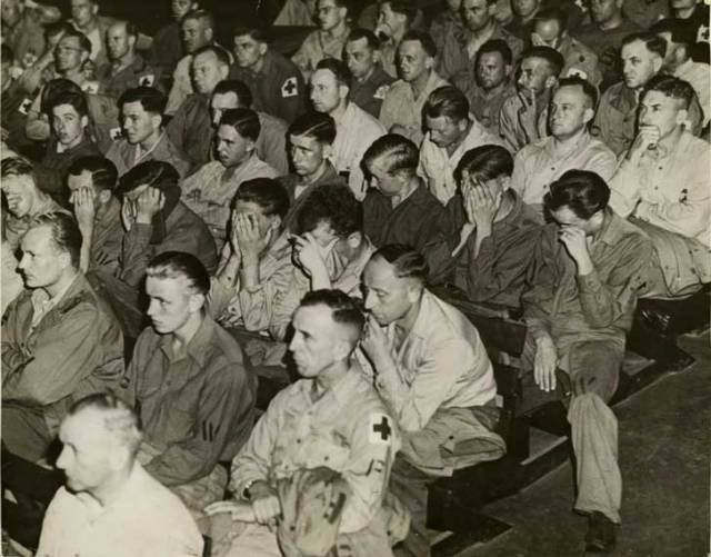 Así reaccionaron soldados alemanes cuando vieron imágenes de los campos de concentración en 1945.