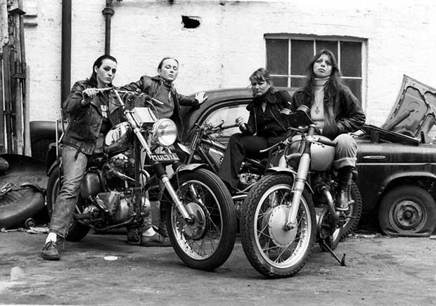 Miembros femeninos de la pandilla Hell's Angels. [1973]