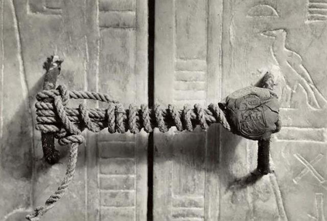 El sello de seguridad jamás roto en la tumba de Tutankamón, 1922 (3245 años sin tocar)