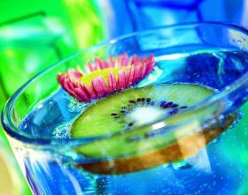 02-Fabulous-Blue-Kiwi-Drink-and-Flower-por-Pink-Sherbet-Photography